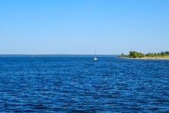 Красивое голубое река стоковая фотография rf