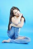 Красивое грациозно брюнет девушки с длинними волосами Стоковые Фотографии RF
