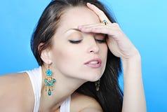 Красивое грациозно брюнет девушки с длинними волосами Стоковое Фото
