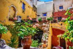 Красивое греческое taverna в городе Chania старом Стоковое Фото