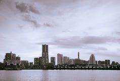 Красивое драматическое черно-белое изображение skylin города Иокогама Стоковые Фотографии RF