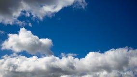 Красивое драматическое cloudscape Облака завальцовки видеоматериал