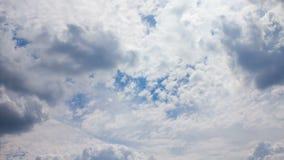 Красивое драматическое cloudscape Облака завальцовки акции видеоматериалы