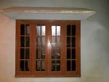Красивое деревянное окно с укрытием Стоковое Изображение RF