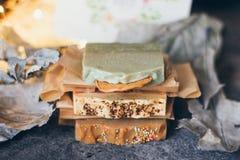 Красивое естественное handmade мыло ремесла для вашего здоровья, ослабляет и ароматерапия стоковые изображения