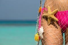 Красивое женское тело на пляже, схематическое изображение каникул Стоковые Фотографии RF