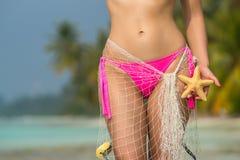 Красивое женское тело на пляже, схематическое изображение каникул Стоковая Фотография