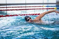 Красивое заплывание человека Стоковые Фото