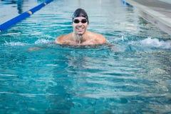 Красивое заплывание человека Стоковое Фото