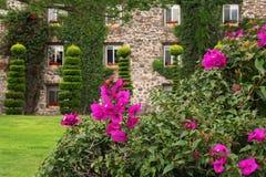 Красивое здание сада и камня Стоковые Фотографии RF