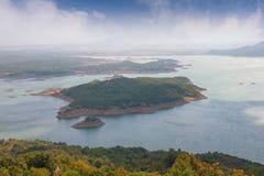 Красивое и загадочное озеро сол Slansko Jezero около городка Niksic Черногория Стоковое Фото