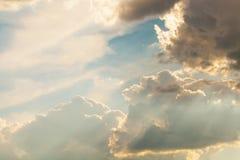 Красивое и драматическое небо перед штормом Стоковое Фото