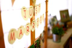 Красивое как раз пожененное ` надписи свадьбы Стоковое Фото