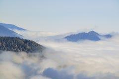 Красивое море облаков около озера Big Bear Стоковая Фотография