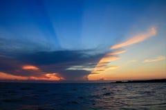 Красивое небо, заход солнца, изумляя Стоковые Фото