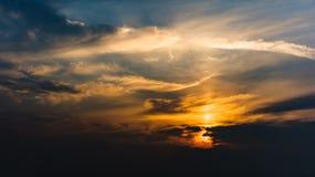 Красивое небо облаков на восходе солнца стоковое фото rf