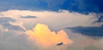 Красивое небо с установкой солнца Стоковое Изображение RF
