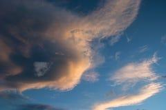 Красивое облако над голубым небом Стоковая Фотография
