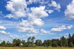 Красивое облачное небо сини лета Стоковая Фотография