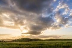Красивое облачное небо только перед штормом Стоковое Изображение