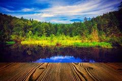 Красивое озеро в винтажном стиле Стоковые Фотографии RF