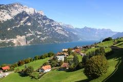 Красивое озеро в швейцарских Альпах Стоковое Изображение RF