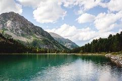 Красивое озеро горы с бирюзой Multinskoe Стоковая Фотография