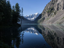 Красивое озеро Shavlinsky в утре Стоковая Фотография RF
