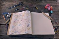Красивое ориентированное на заказчика сообщение влюбленности, нарисованные сердца  Стоковое фото RF