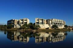 Красивое отражение под голубым небом Стоковые Изображения RF