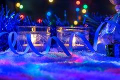 Красивое оформление Нового Года с свечами и гирляндой Стоковая Фотография