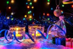 Красивое оформление Нового Года с свечами, подарками и гирляндой Стоковые Фото