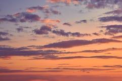 Красивое пасмурное небо вечера Стоковые Фото