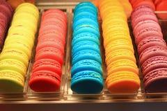 Красивое пестротканое Macarons стоковые фотографии rf
