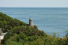 Красивое побережье на краю ветрянки Стоковое Изображение