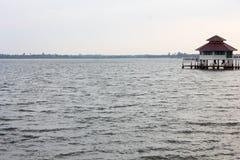 Красивое пребывание резервуара и дома стоковое изображение rf