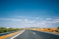 Красивое пустое скоростное шоссе асфальта, шоссе, шоссе в Андалусии, Стоковое фото RF