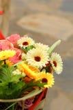 Красивое разнообразие искусственных цветков Стоковые Фотографии RF