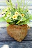 Красивое разнообразие искусственных цветков Стоковое Фото