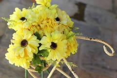 Красивое разнообразие искусственных цветков Стоковое Изображение RF