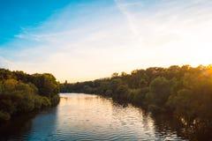 Красивое река на заходе солнца Стоковые Изображения RF