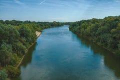 Красивое река фото ландшафта пропуская в стоковая фотография rf