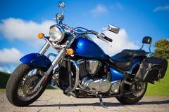 Красивое ретро мотоцилк стоя на дороге стоковое фото rf