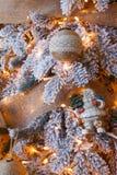 Красивое рождество украсило дерево в сияющих светах Стоковые Фотографии RF