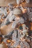 Красивое рождество украсило дерево в сияющих светах Стоковые Фото