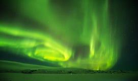 Красивое северное сияние в Исландии, съемке в предыдущем perio зимы Стоковые Фото