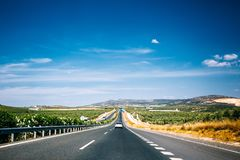 Красивое скоростное шоссе асфальта, шоссе, шоссе в Андалусии, Испании Стоковая Фотография RF