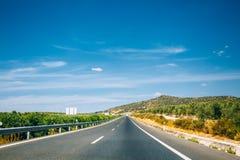 Красивое скоростное шоссе асфальта, шоссе, шоссе в Андалусии, Испании Стоковые Изображения RF