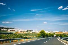 Красивое скоростное шоссе асфальта, шоссе, шоссе в Андалусии, Испании Стоковое Фото
