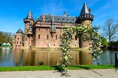 Красивое средневековое, фантазия, старый замок Голландии De Haar на s стоковые фото